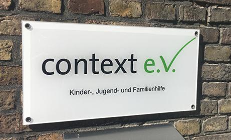 Context Firmenschild / Logo